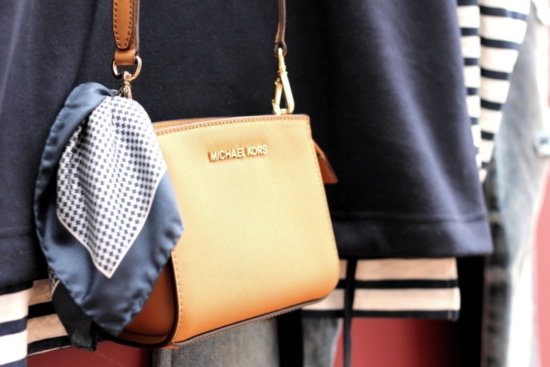 Picture Of refined and stylish structured handbags were dying over  14
