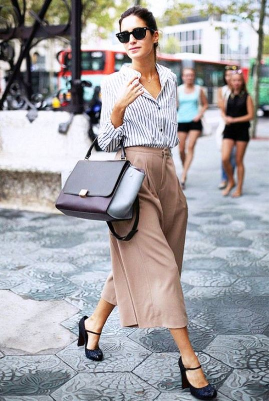 Picture Of refined and stylish structured handbags were dying over  3