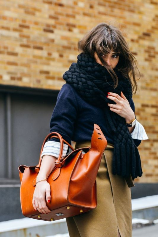 Picture Of refined and stylish structured handbags were dying over  4