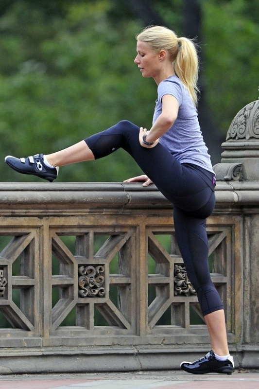 Picture Of stylish and comfy outfits ideas for running  16