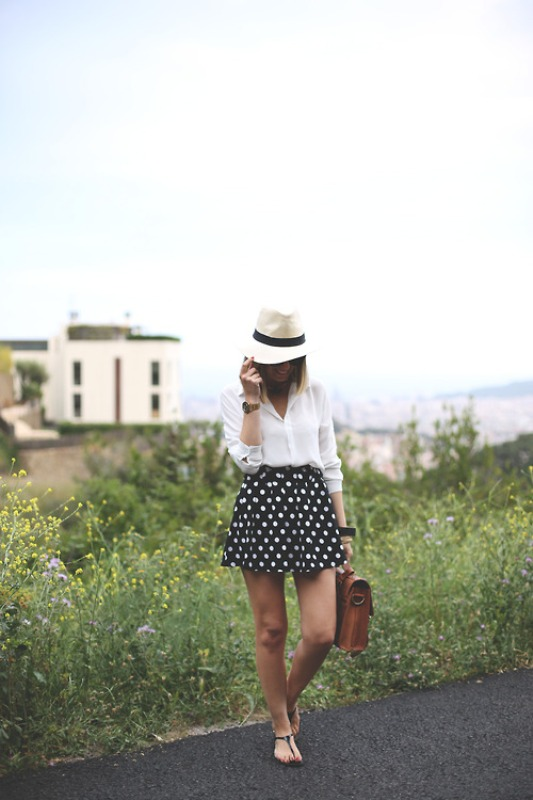 Picture Of trendy black and white outfits to copy now  15