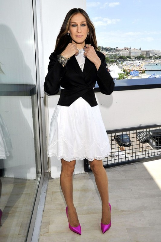 Picture Of trendy black and white outfits to copy now  19