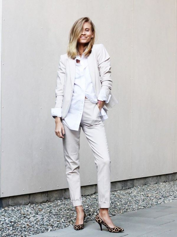 Picture Of elegant all white office appropriate outfits to copy  15