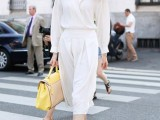 22-elegant-all-white-office-appropriate-outfits-to-copy-16