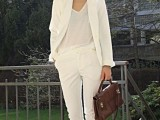22-elegant-all-white-office-appropriate-outfits-to-copy-21