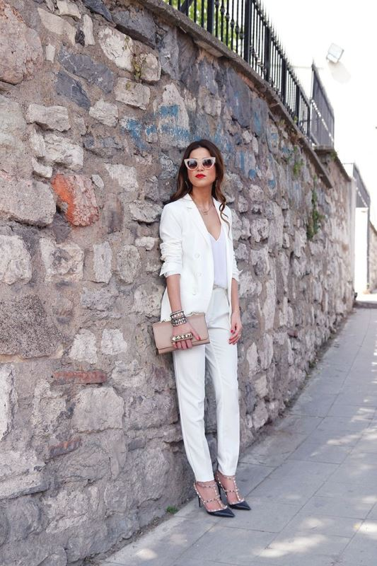 Picture Of elegant all white office appropriate outfits to copy  8