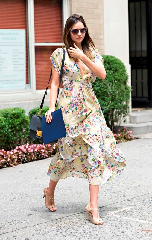 Picture Of amazing floral outfits to welcome the spring  8