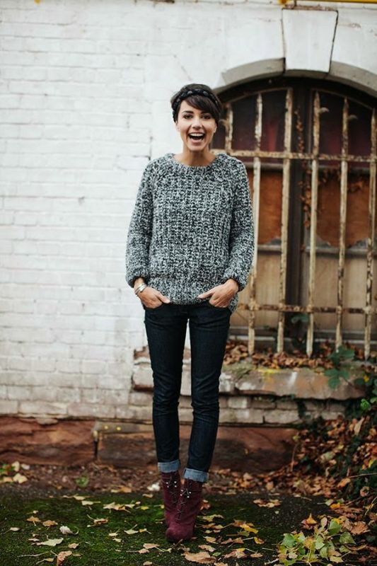 Picture Of stylish ways to wear cozy chunky knit sweater right now  1