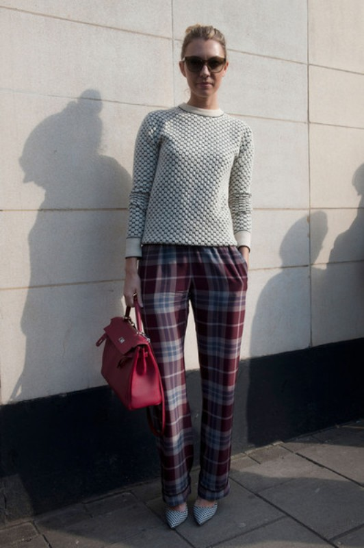 Picture Of stylish ways to wear cozy chunky knit sweater right now  13