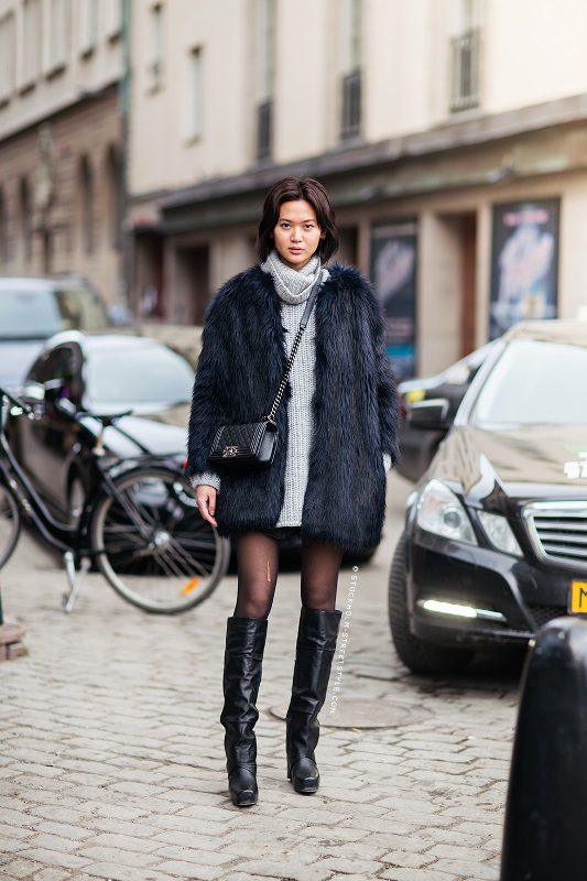 Picture Of stylish ways to wear cozy chunky knit sweater right now  20