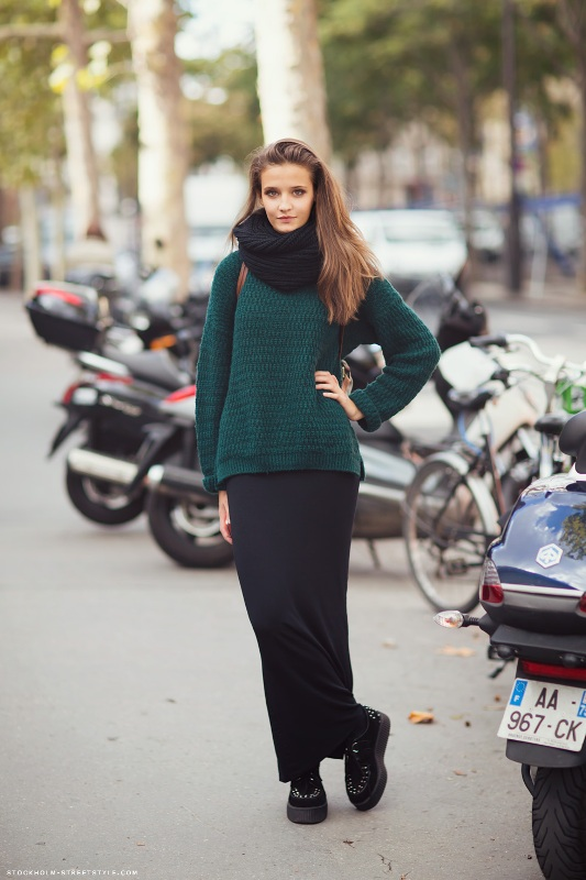 Picture Of stylish ways to wear cozy chunky knit sweater right now  23