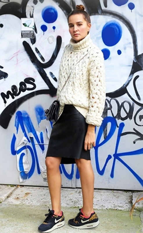 Picture Of stylish ways to wear cozy chunky knit sweater right now  24