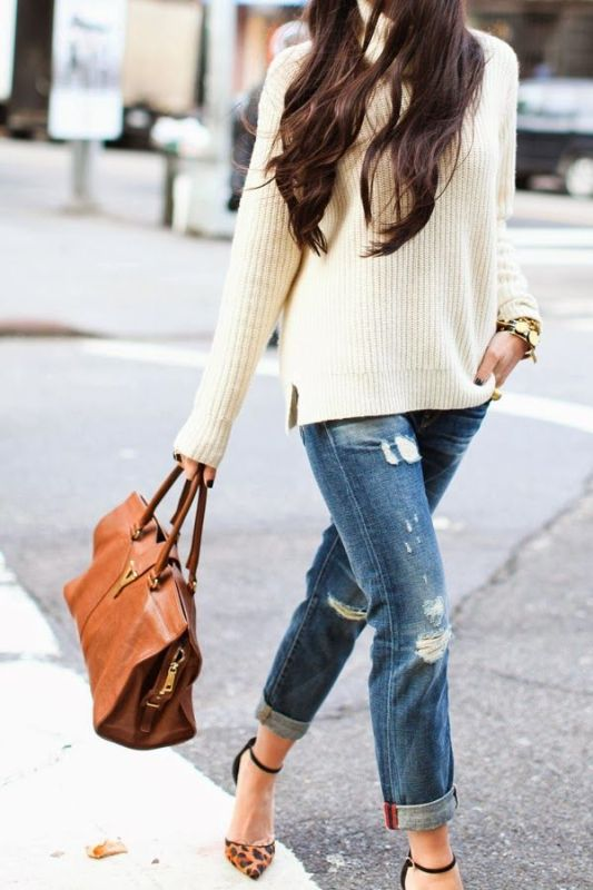 Picture Of stylish ways to wear cozy chunky knit sweater right now  7
