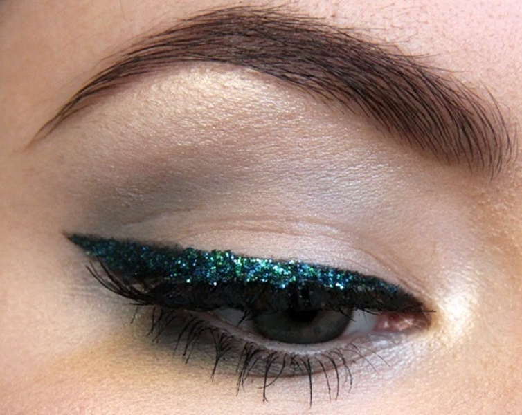 Picture Of gorgeous holiday makeup ideas to try  10