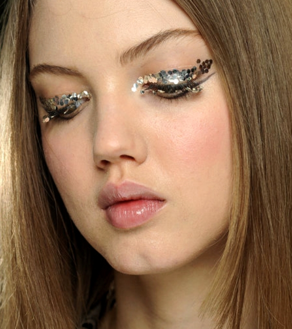 Picture Of gorgeous holiday makeup ideas to try  12