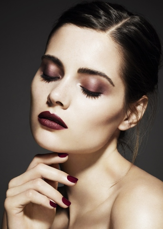 Picture Of gorgeous holiday makeup ideas to try  13