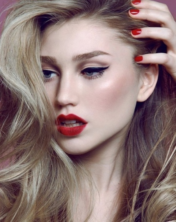 Picture Of gorgeous holiday makeup ideas to try  2