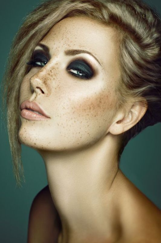 Picture Of gorgeous holiday makeup ideas to try  23