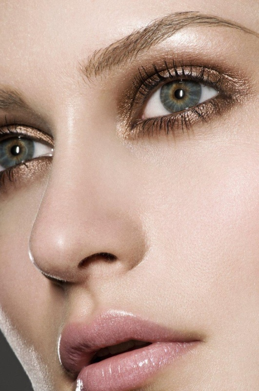 Picture Of gorgeous holiday makeup ideas to try  25