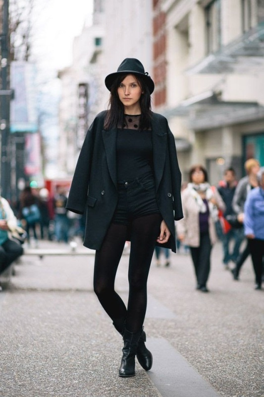 Picture Of trendy total black looks to get inspired  10