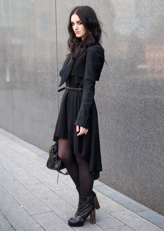 Picture Of trendy total black looks to get inspired  12