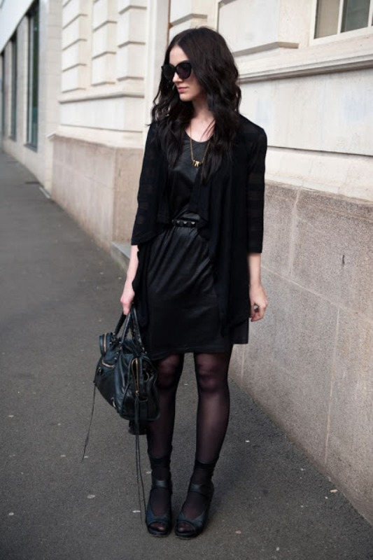 Picture Of trendy total black looks to get inspired  13