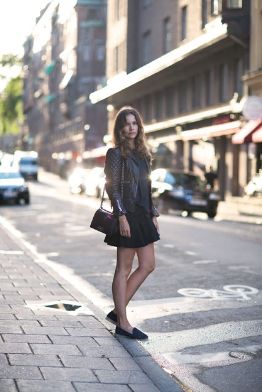 Picture Of trendy total black looks to get inspired  14