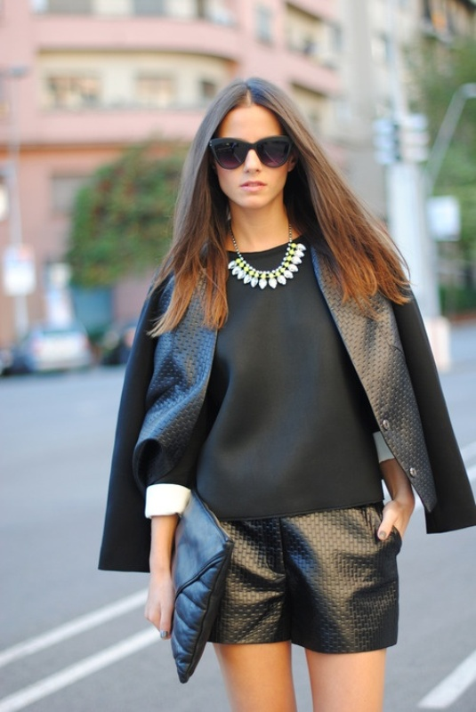 Picture Of trendy total black looks to get inspired  16