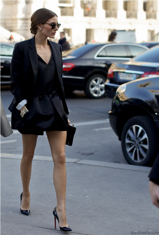 Picture Of trendy total black looks to get inspired  19