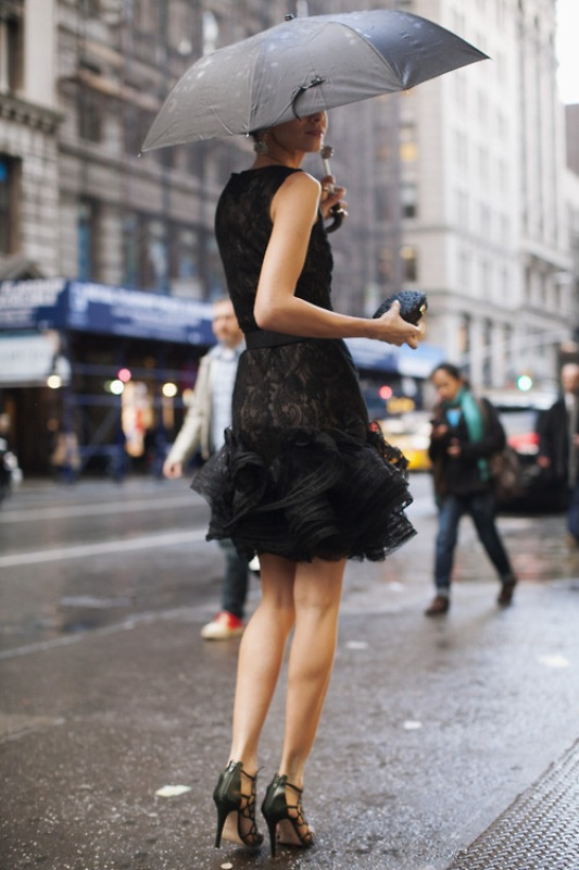 Picture Of trendy total black looks to get inspired  25