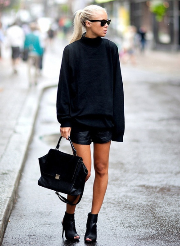Picture Of trendy total black looks to get inspired  26