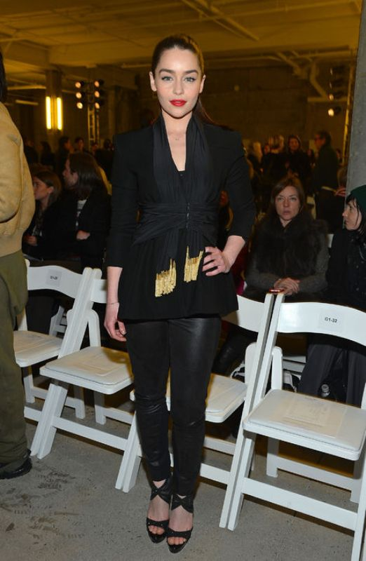 Picture Of trendy total black looks to get inspired  5