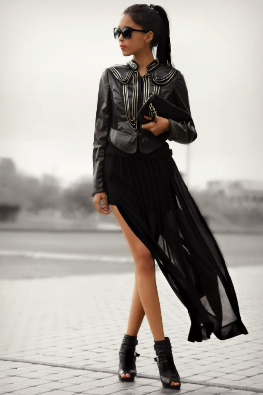 Picture Of trendy total black looks to get inspired  6