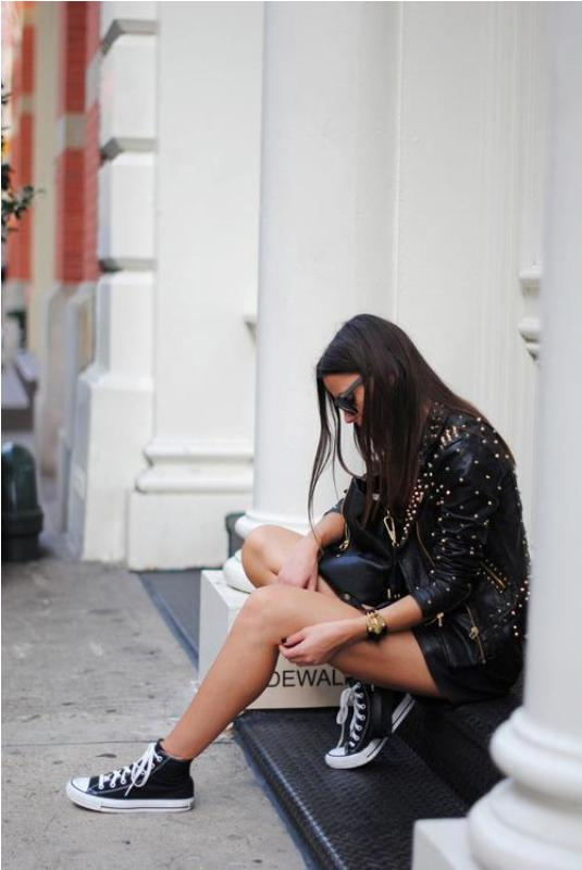 Picture Of trendy total black looks to get inspired  7