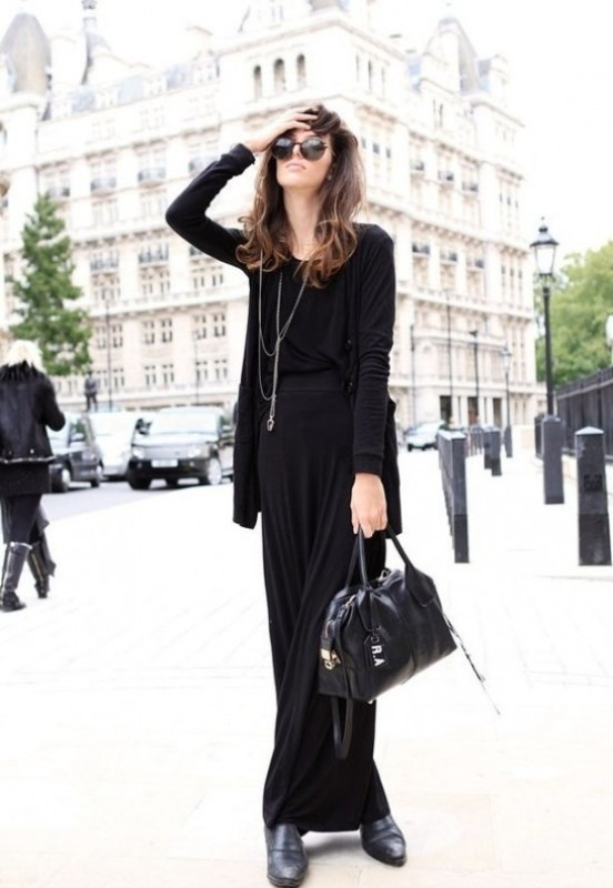Picture Of trendy total black looks to get inspired  9