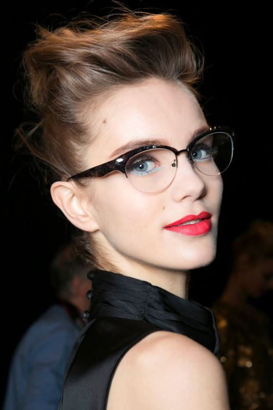Picture Of 3 smart tricks and 17 stylish makeup ideas for glasses wearers  1