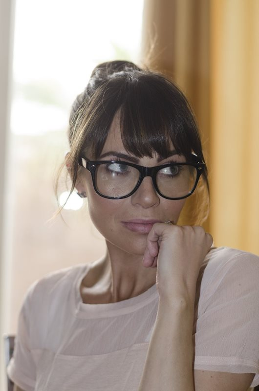 Picture Of 3 smart tricks and 17 stylish makeup ideas for glasses wearers  11