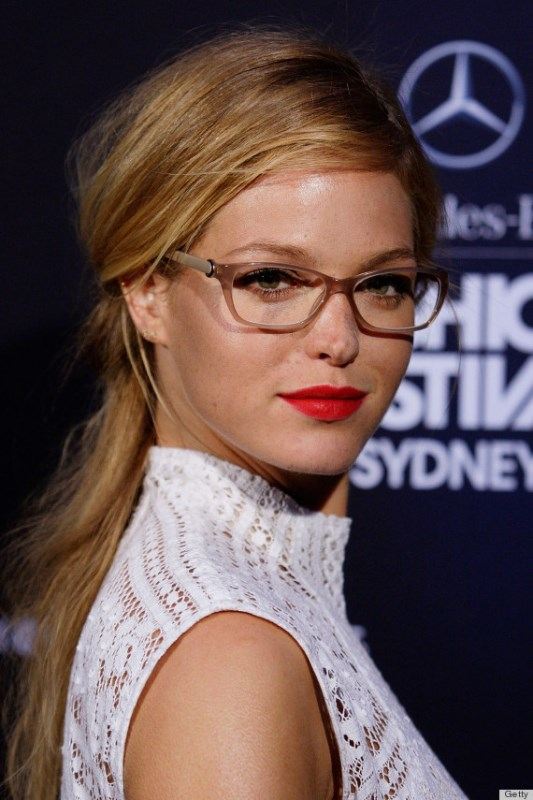 Picture Of 3 smart tricks and 17 stylish makeup ideas for glasses wearers  13
