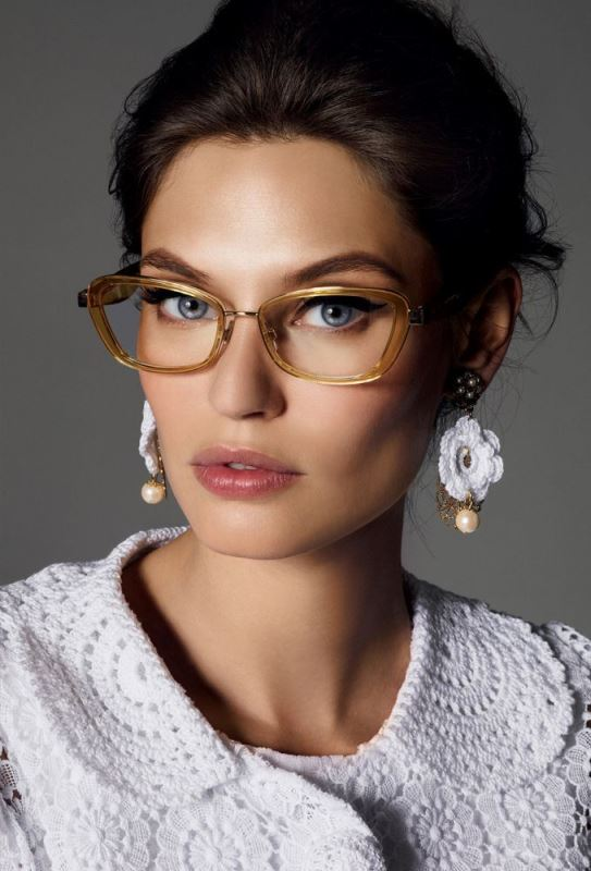 Picture Of 3 smart tricks and 17 stylish makeup ideas for glasses wearers  14