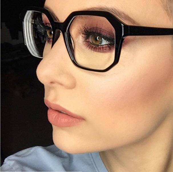 Picture Of 3 smart tricks and 17 stylish makeup ideas for glasses wearers  16