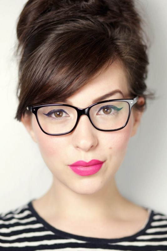 Picture Of 3 smart tricks and 17 stylish makeup ideas for glasses wearers  17