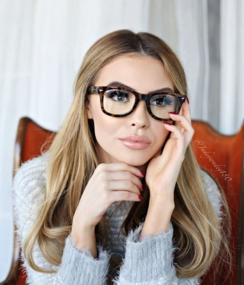 3 Smart Tricks And 17 Stylish Makeup Ideas For Glasses Wearers