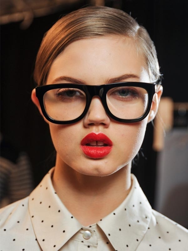 Picture Of 3 smart tricks and 17 stylish makeup ideas for glasses wearers  3