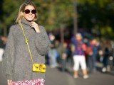 3-tips-and-17-cool-examples-on-how-to-style-a-statement-bag-for-fall-5