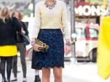 3-tips-and-17-cool-examples-on-how-to-style-a-statement-bag-for-fall-8