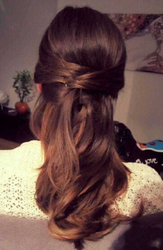 Picture Of chic and pretty christmas hairstyles ideas  23