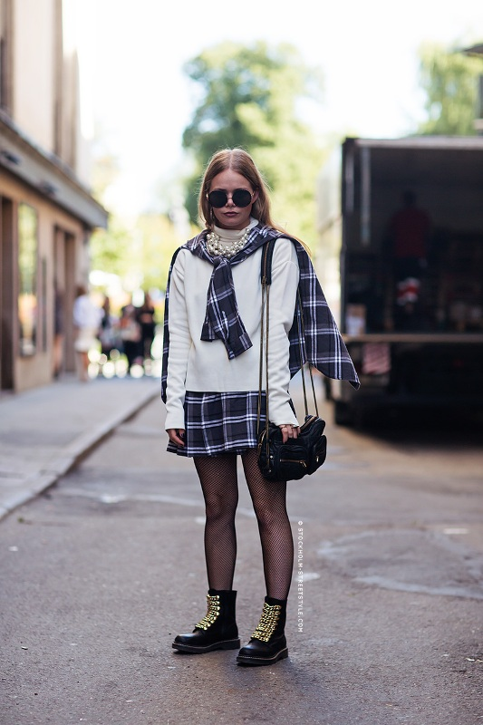Picture Of stylish ways to wear plaid  5