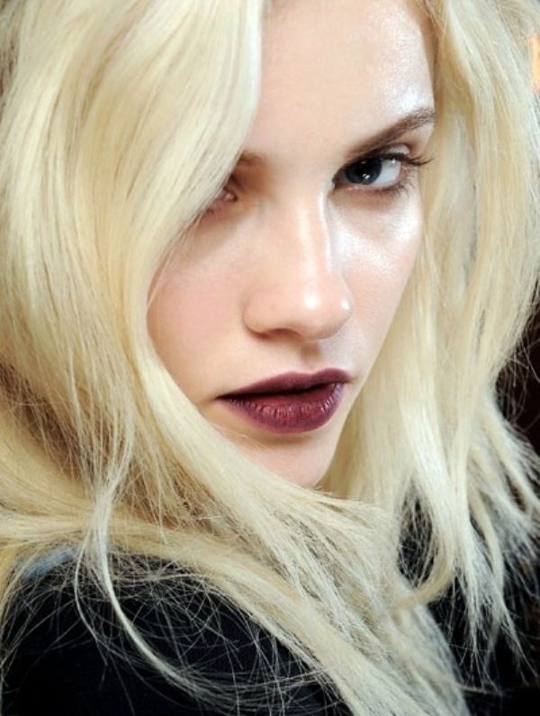Picture Of 5 clever tips on wearing a dark lipstick just right  2