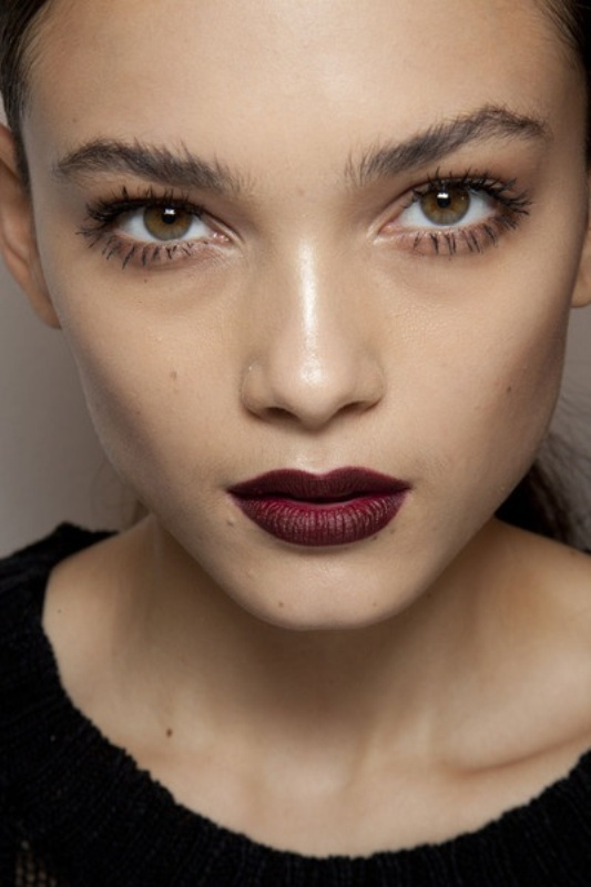 Picture Of 5 clever tips on wearing a dark lipstick just right  3