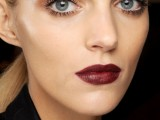 5-clever-tips-on-wearing-a-dark-lipstick-just-right-4
